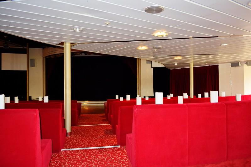 Niveau inférieur de l'ATLANTIK SHOW, la salle de spectacle de 400 places - Visite du paquebot AMADEA - Bordeaux, 16 septembre 2015