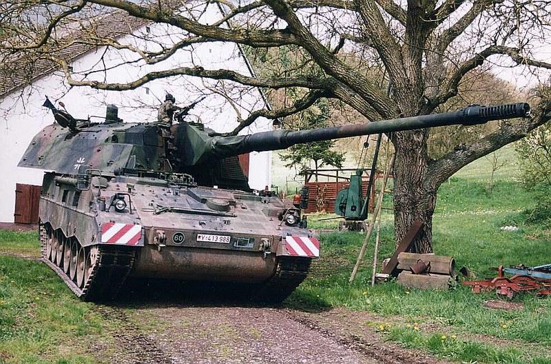 Panzerhaubitze 2000  3