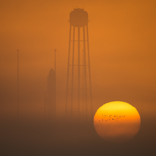rocket sunrise virginia nasawallopsflightfacility antares orbital midatlanticregionalspaceport orbital5resupplymission orbitalatk wallopsisland va usa nasa billingalls