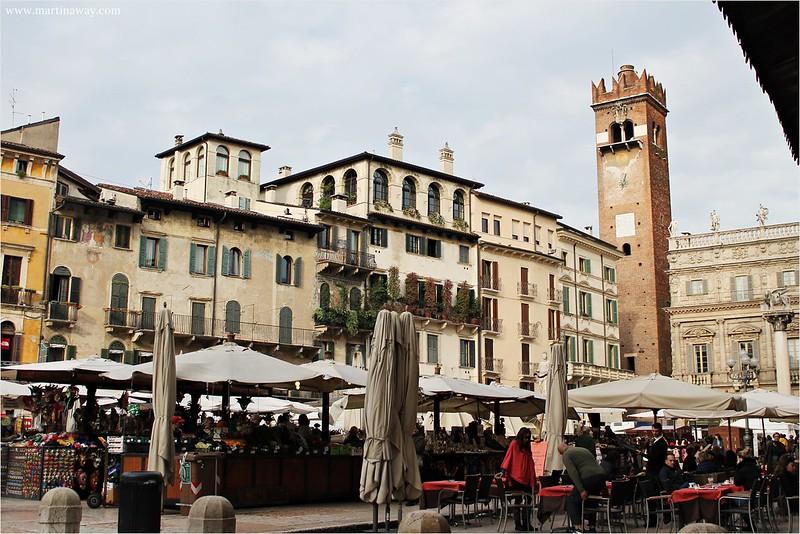 Piazza Erbe, cosa vedere a Verona