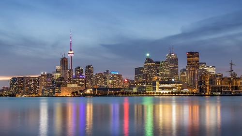 toronto cn tower cityscape skyline canada