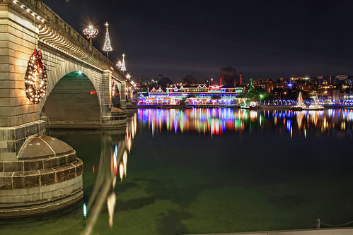 arizona holiday night canon londonbridge az christmaslights hdr lakehavasu 50d qtpfsgui luminancehdr