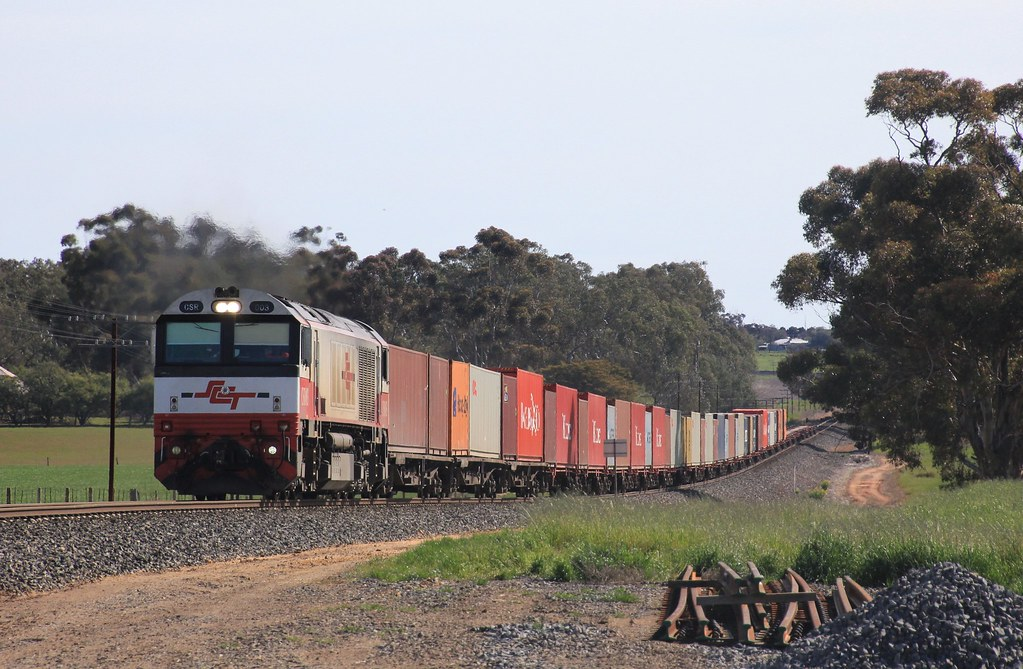 CSR003 leads 7922V loaded Dooen freight out of Jung by bukk05