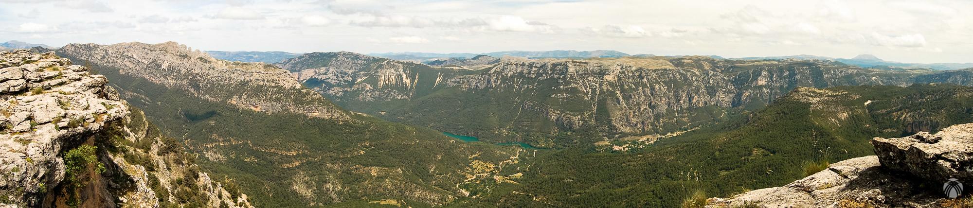 Panorámica del embalse de Anchuricas y la cuenca alta