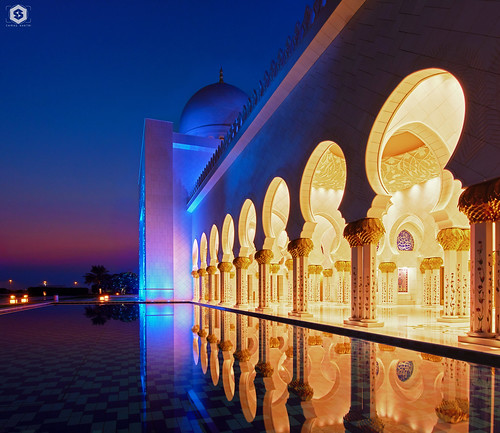 nikon d7200 architecture islamic islamicart art iclamicarchitecture blue vluehour nature reflections water masque sheikhzayedgrandmosque abudhabi sunset evening nikonworld nikontop tamron tamron1530 uae arch dome colors colorful blending panorama