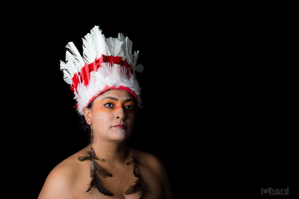 A Amazônia é local onde vivem à maior parte das tribos brasileiras. A maior tribo da Amazônia é a Tikuna, cerca de 19 mil índios!  #hardphotographia #mulheresdepindorama #portrait #portraitfestival #makeup #indian #native #brazilianindian #culture #brazil