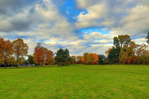park autumn sky colors automne canon landscape eos exterior montréal mark couleurs iii lawn 5d paysage parc pelouse partlycloudy partiellementnuageux