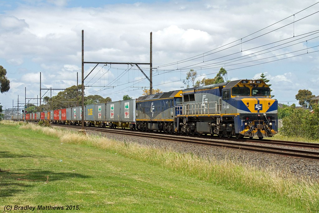VL362-G515 with 9476 up Qube Maryvale paper train near Clayton (26/11/2015) by Bradley Matthews