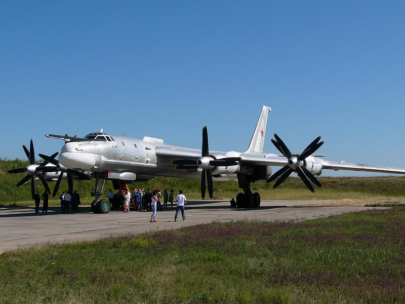 Tupolev Tu-95 katsoo Karhu 1