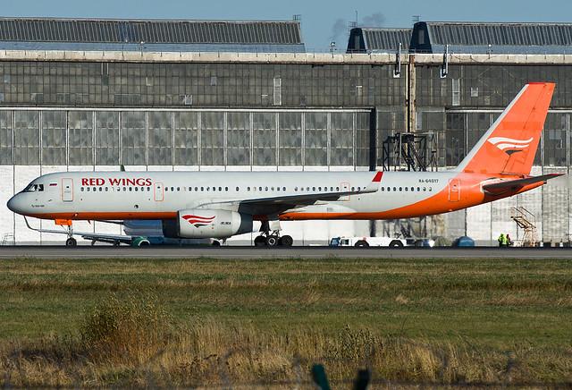 RA-64017 Red Wings Tupolev Tu-204-100