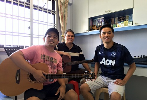 Group guitar lessons Singapore Ricky Leon