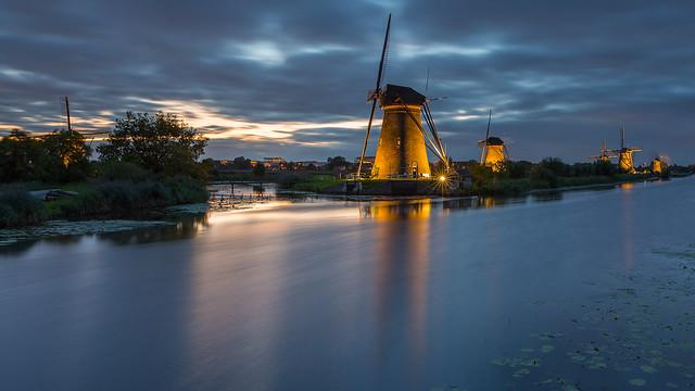 Floodlights in Kinderdijk 2015 -1-