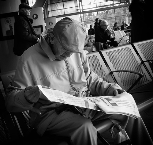 street old portrait people urban blackandwhite bw white man black blancoynegro monochrome face person photography reading mono newspaper noiretblanc zwartwit candid olympus seats unposed 黑白 biancoenero omd em5 1442mm schwarzundweis justard