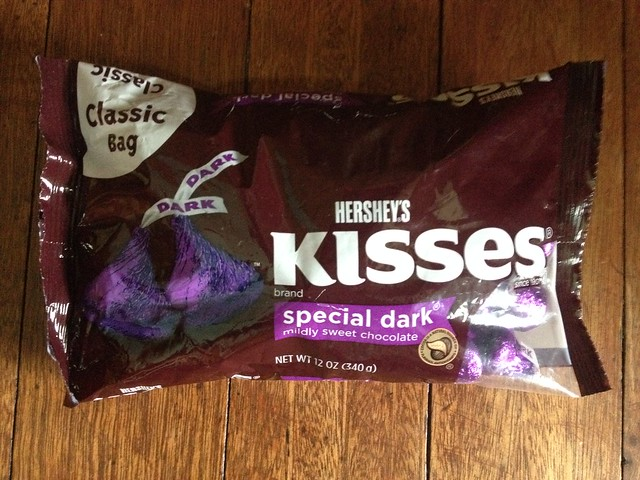 who could resist a special dark mildly sweet Hershey's chocolate kisses especially if it's for free?! 💜