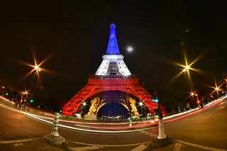 La tour Eiffel by night aux couleurs de la France !!! [in … | Flickr