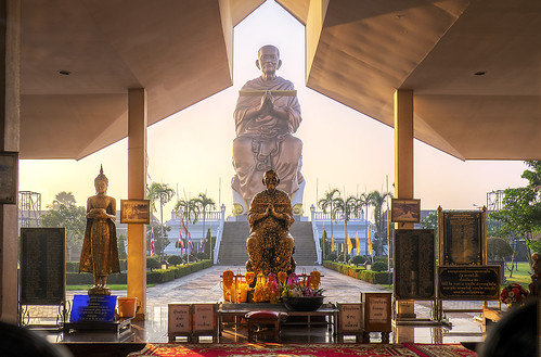 morning sunlight statue sunrise thailand temple dawn golden buddhist wat pathumthani watchonlaprathan