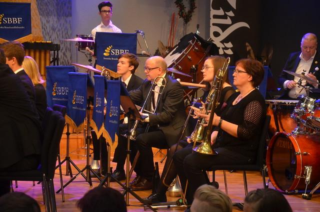 Usch en gubbe bland trombonerna