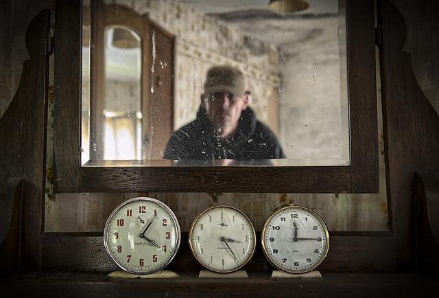 Clock Confusion Urbex Vanity Cottage 08/2015