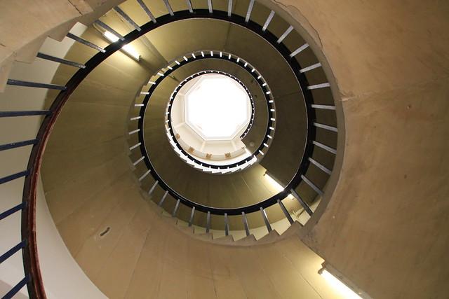 Cambridge England Angleterre United Kingdom Royaume-Uni: Saint John's College,  spiral staircase, escalier en spirale , Wendeltreppe, escalera de caracol