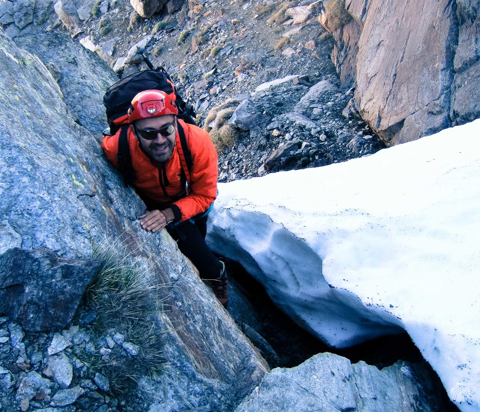 Nos colamos entre la nieve y la roca