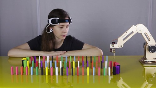 Cool Girl Plays The Domino With Dobot