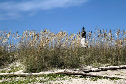 wood old blue light sky usa white green tower beach nature grass america landscape faro us sand view unitedstates natural natura shore cielo vista paesaggio eastcoast legno sabbia statiuniti naturale andreamoscato
