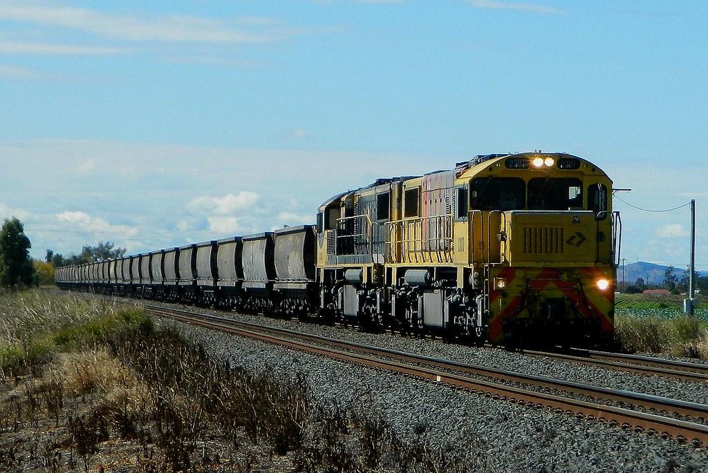 Aurizon - Empty Coal Service by Shawn Stutsel