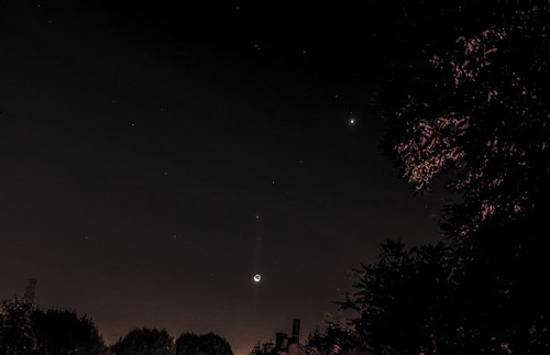 Venus Moon Jupiter Crescent Moon conjunction forming a cosmic question mark | by Tej Dyal
