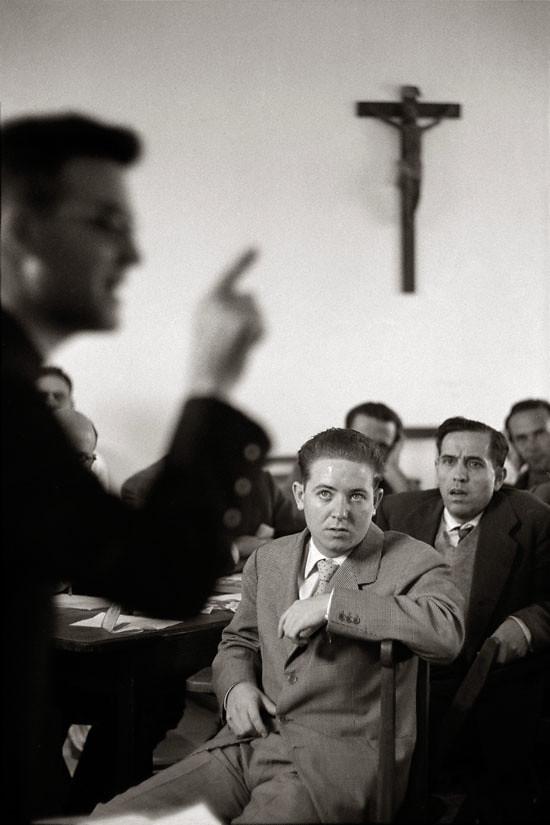 """Fotografía titulada """"Ejercicios Espirituales"""" por Ramón Masats. Toledo, 1960."""