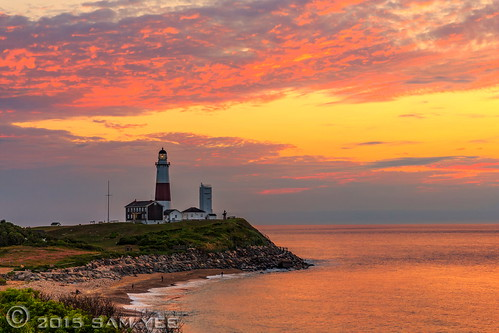 light sea lighthouse newyork seascape beach clouds sunrise dawn coast sand rocks glow horizon calm longisland seawall erosion shore bluff goldenhour montaukpoint nationalhistoriclandmark blockislandsound strykapose toewall turtlehillplateau montaukpointmagichour
