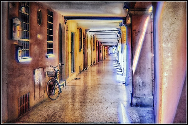 Bologna in agosto: via Fondazza