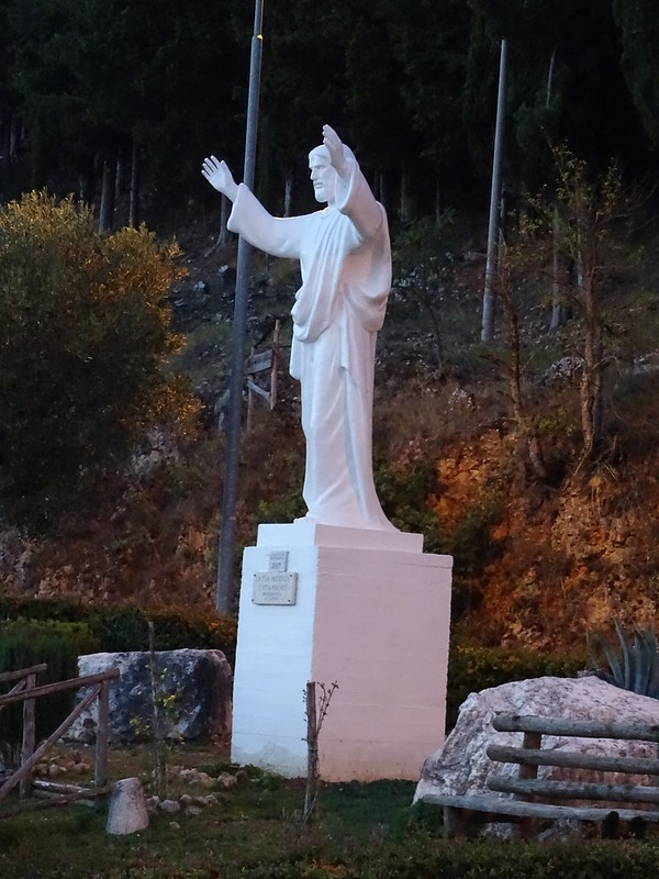 Statua Cristo, in località costa.