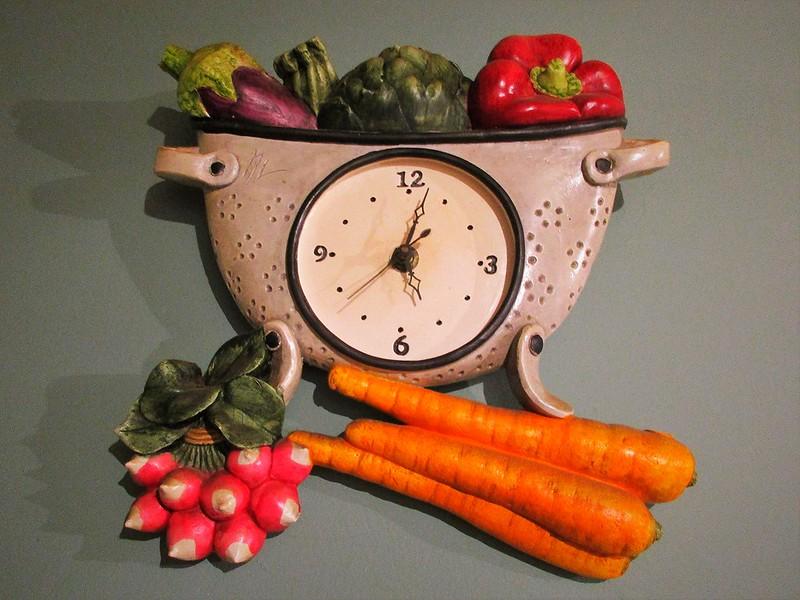 A colourful colander clock