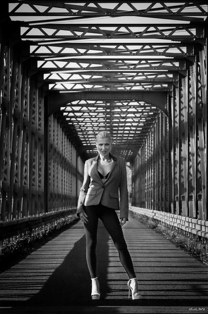 Pin Up Caroline - On the Bridge (3)-2