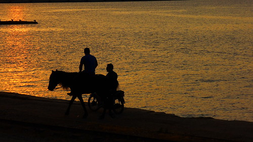 169 ratio sunset panasoniclumixdmctz40 peloponnisos peloponnese peloponisos aigio achaia greece hellas silhouette people ηλιοβασιλεμα αλογο ανθρωποι σιλουετεσ πελοποννησοσ αχαια αιγιο καλοκαιρι θαλασσα νερο φυση δειλινό psp