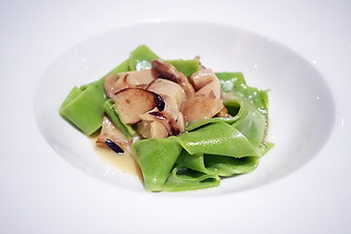 Buona Terra 05 - Pappardelle Verdi ai Funghi Porcini (Green Rucola Pappardelle with Porcini Mushrooms) | by singaporeaneats
