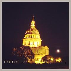 Invalides #invalides #paris #parisnow #moon