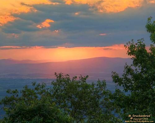 massanuttenoverlook massanutten massanuttenresort mcgaheysville virginia sunset sundown scenic appalachianmountains massanuttenridgetrail shenandoahvalley appalachians familyresort