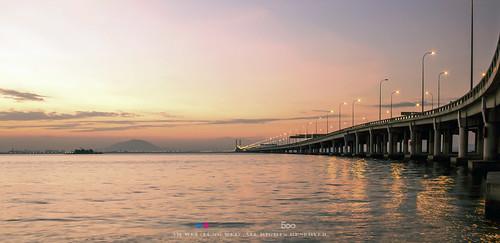 sunrise georgetown malaysia penang 1855mm magichour penangisland penangbridge 日出 canon1855mm pulaupinang 1855mmf35 马来西亚 inexplore 槟城 槟城大桥 canon600d 乔治市 魔术时间 ahweilungwei