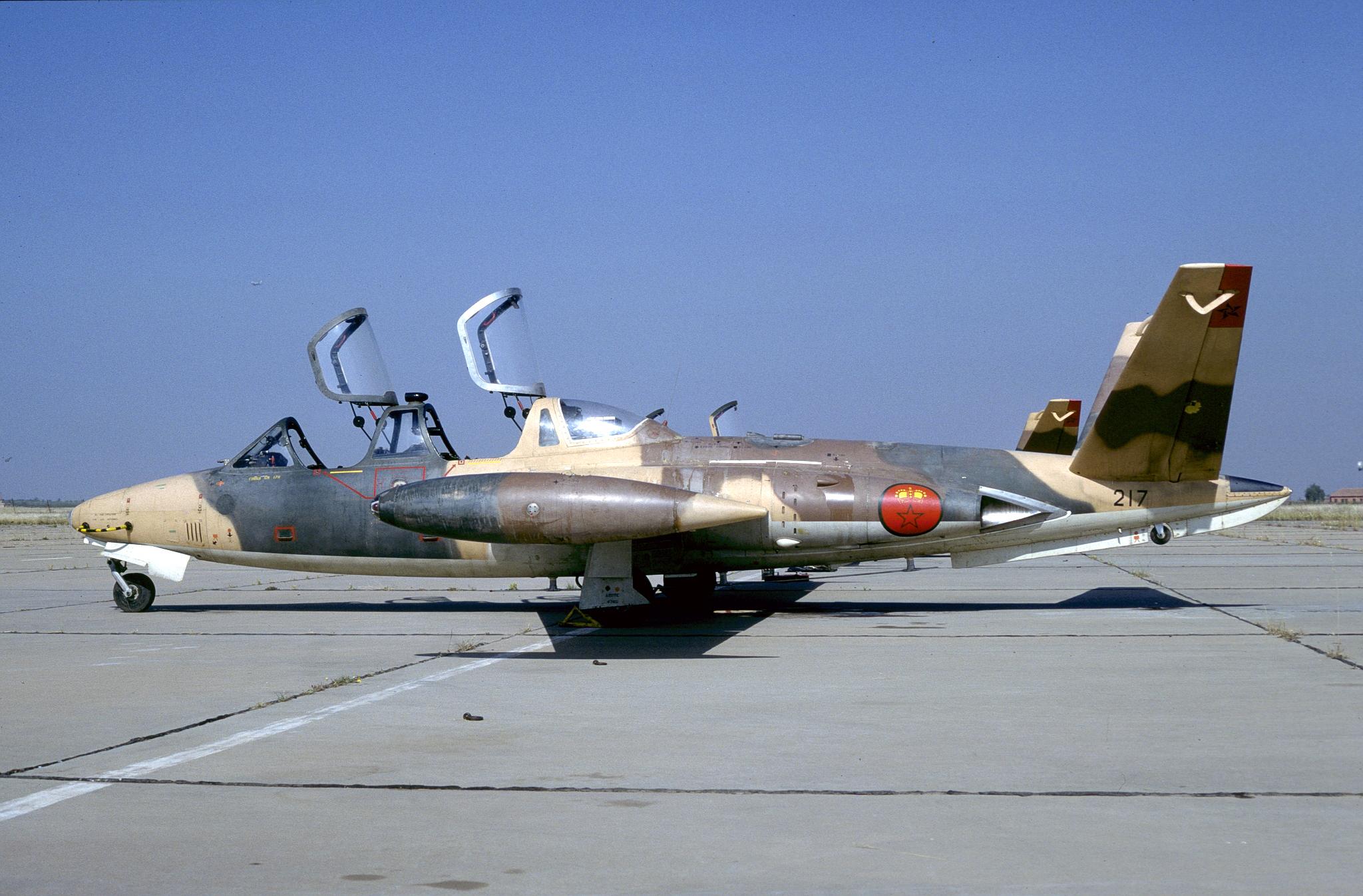 FRA: Photos anciens avions des FRA - Page 13 31336225675_2627510cf7_o_d