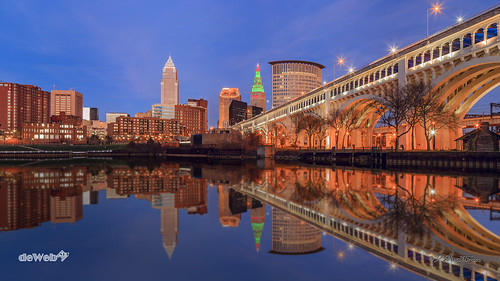 ohio panorama usa skyline night reflections cleveland towercity keytower veteransmemorialbridge detroit–superiorbridge