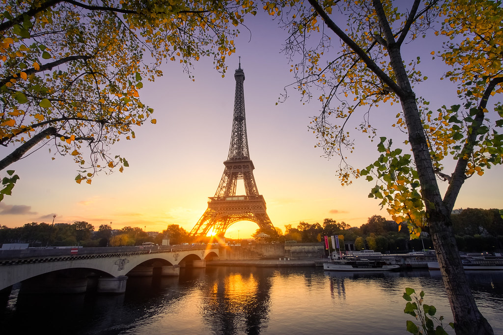 Good morning Paris | Autumn in Paris. Sunrise on the