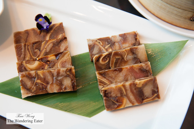 Pigs ear jelly with fish maw 花膠千層順風耳