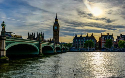 sunset london clock thames housesofparliament bigben bluesky westminsterbridge yellowsky elizabethtower d800e