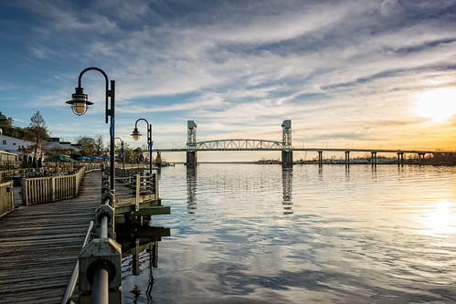 wilmingtonnc sunlight river downtown sunset capefearriver jogger capefearmemorialbridge community