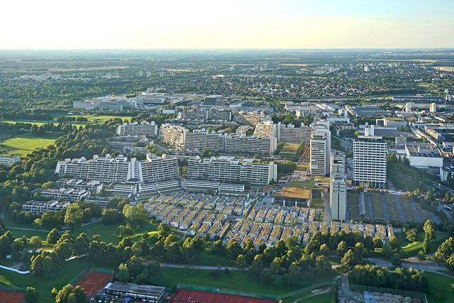 Le village olympique au crépuscule (Munich)