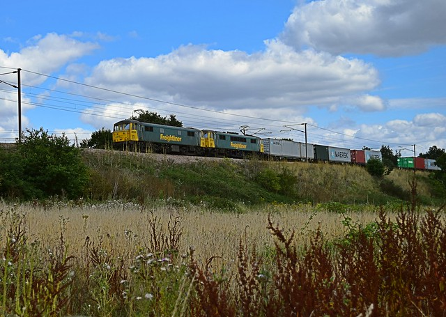 Freightliner 'Cans' 86613 & 86628 haul the Felixstowe - Trafford Park Intermodal up Belstead Bank away from Ipswich. 17 08 2015