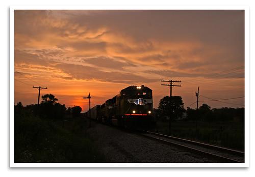train locomotive dieselelectric monon csx semaphore signal up4560 sd70m sunset in hitchcockroad northofsalem august2007