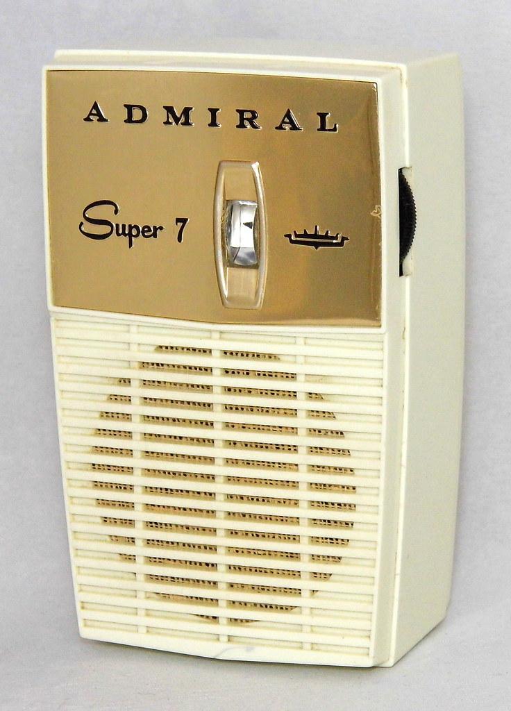 Vintage Admiral Super 7 Transistor Radio, Model Y2063, Cha