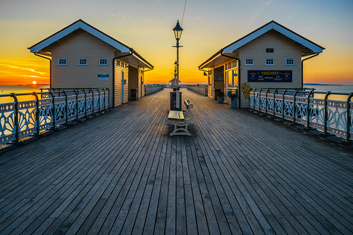 sea alan wales sunrise canon bench de outdoors pier seaside unitedkingdom outdoor south 28mm cymru september vale adobe drinks icecream esplanade glamorgan gb takeaway newman penarth f28 fishers fd lightroom hotfood publictoilets 2015 an1 anewman an1uk an1photography